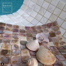 м  MOON SHELL (белая), мозаика, чип 20*20*2,5 мм, лист 300*300 мм, на сетке